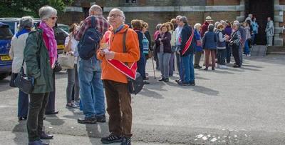 A long queue outside the Free Church