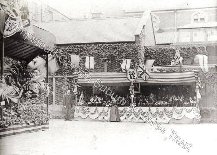 Whitechapel - Toynbee Hall Flower show
